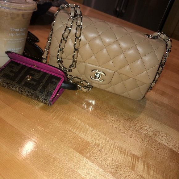 CHANEL Handbags - NEW with box and tags Chanel Mini F/W S/19. Beige